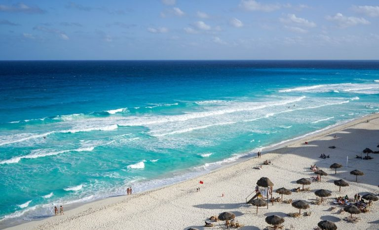 Flights from Los Angeles, USA to Cancun, Mexico from only $221 roundtrip